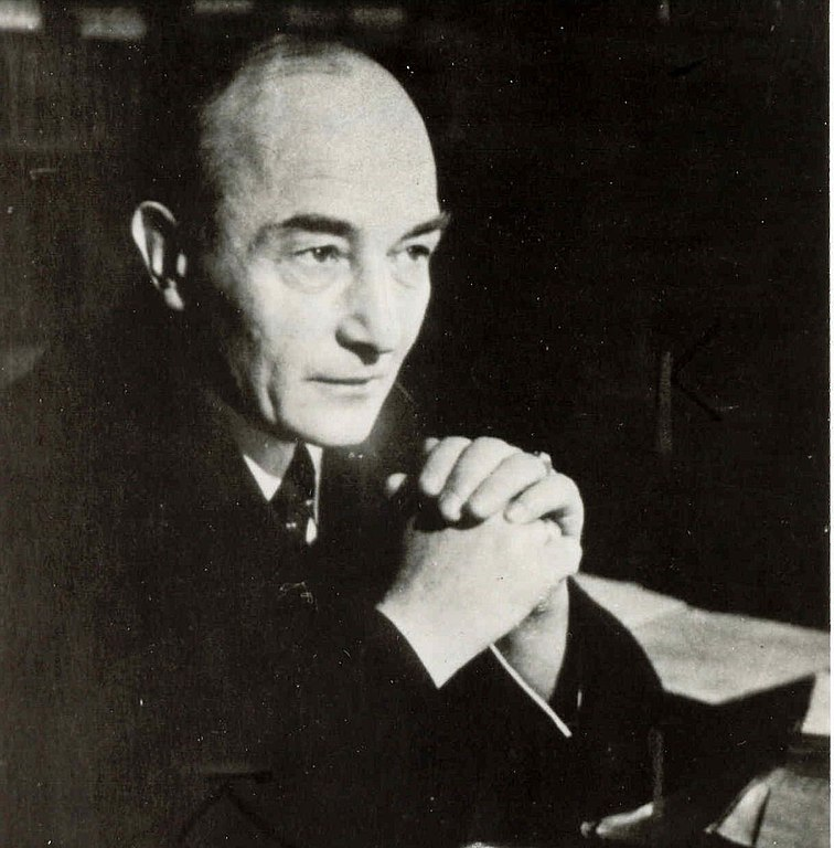 A balck and white photographic portrait of author Robert Musil