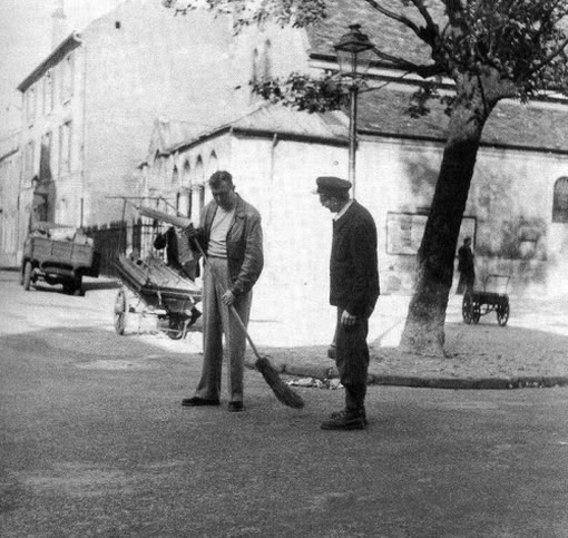 "Jacques Tati and André Dino on the set of ""Mon Oncle"" (1958). Unknown photographer."