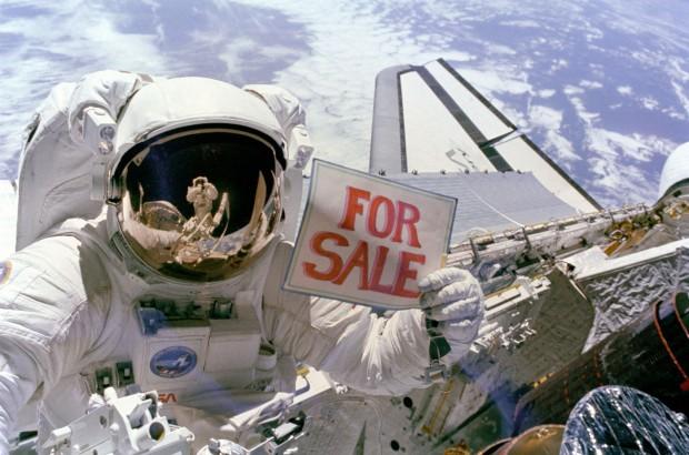 """NASA: """"Satellites For Sale"""", November 14, 1984. Image no. 51A-104-049, GRIN DataBase Number: GPN-2000-001036"""