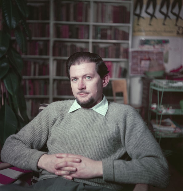 English cartoonist and illustrator Ronald Searle, 1956. (Photo by Baron/Hulton Archive/Getty Images)