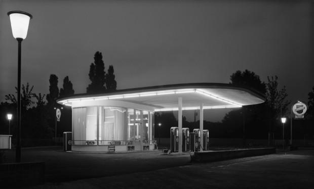Tankstelle Ecke Oskar-Jäger-Straße by Karl Hugo Schmölz, Köln-Ehrenfeld, 1952. Image retrieved from damianzimmermann.de