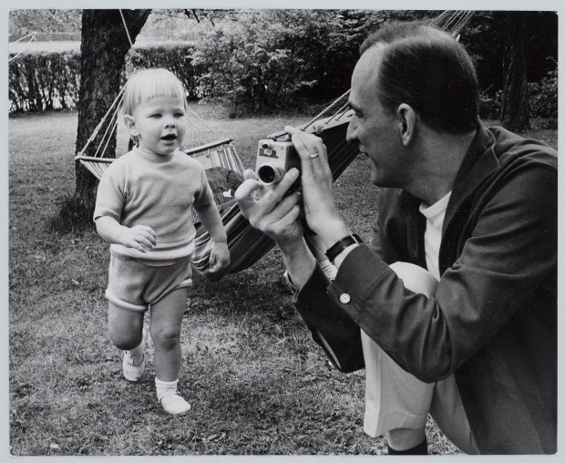 Black & white portrait of Ingmar Bergman playing with his son Daniel, photographed by Lennart Nilsson in 1963. © Lennart Nilsson.