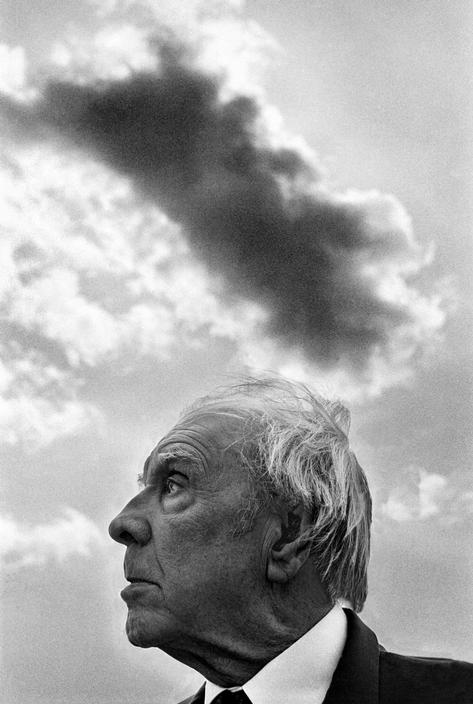 Jorge Luis Borges, photographed in Selinunte (Sicily, Italy) by  Ferdinando Scianna, in 1984. Magnum Photos no PAR310427. © Scianna/Magnum Photos